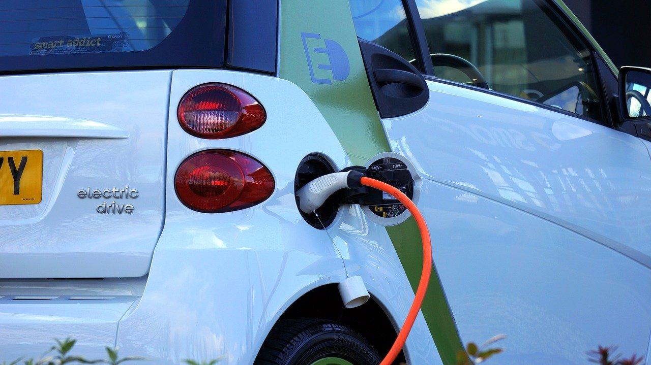 Investir une voiture électrique en leasing : quel intérêt?